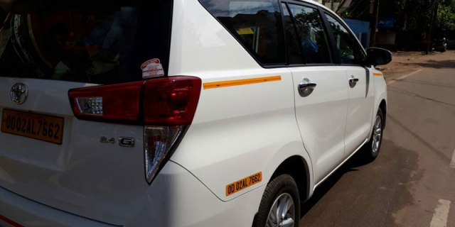 innova crysta taxi chandigarh