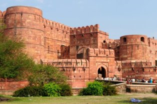 Shared Cabs from Gurgaon to Agra