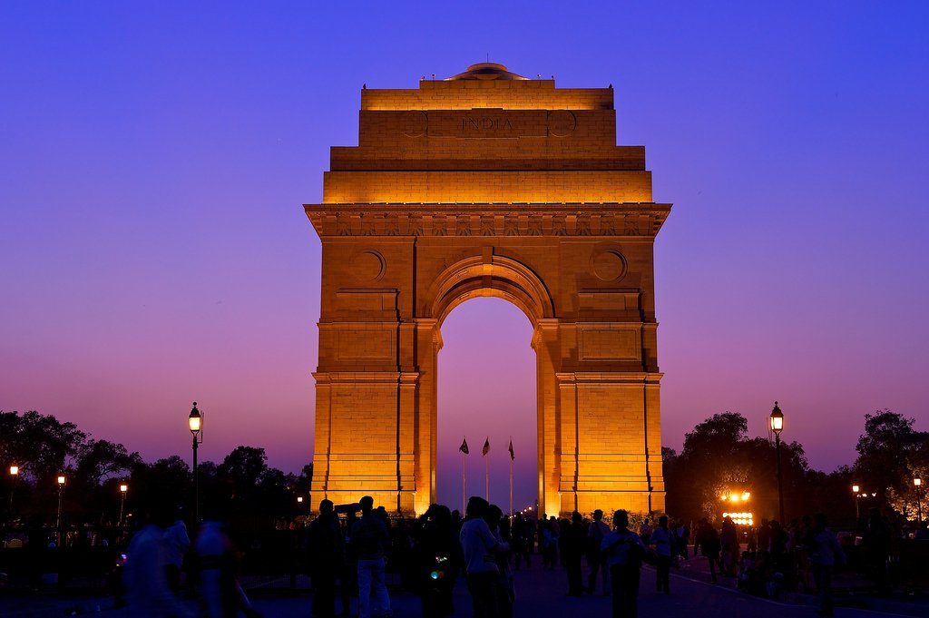 book a taxi from agra to delhi at cheapest prices